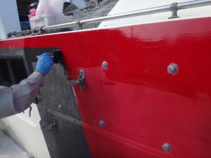 遊漁船のデッキにMPS No.700を塗装